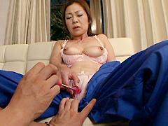 【エロ動画】働くおばさん肉体派の人妻・熟女エロ画像