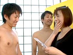 【エロ動画】息子のチンポを当てたら10万円 近親母子ゲームのエロ画像