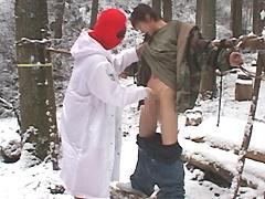 露出狂の少年強姦『雪山で素っ裸に縛られ車内で強姦』