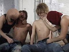 若者二人が覆面にさらわれ廃屋でレイプ!