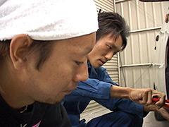 【イケメンの筋肉動画】自動車整備士!汗と油にまみれた体を引き寄せ交じり合う