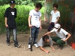 【動画 少年 ホモ】不良少年集団が白昼堂々とオヤジ狩り!ついでに性処理!
