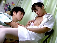夜勤中に居眠りしている看護婦を夜這いしちゃった俺