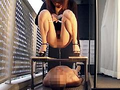 【桜庭彩動画】美しいOLさまたちに捕獲され、便器にされた家畜奴隷-M男