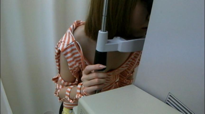 レイヤー検眼しているときのあいた胸元で捉えた乳首盗撮2