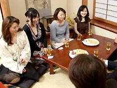 【エロ動画】四十路代のシングルママとパパのHなお見合いクラブのエロ画像