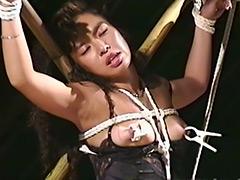 【エロ動画】生撮り監禁仕置き部屋 逆さ吊りでむせび泣く人妻のエロ画像