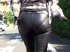 巨尻熟女のぴったりパンツ