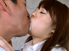 嫌がる男子に2回連続強制ザーメン接吻