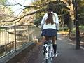 立ちこぎチャリンコ女子校生 〜太ももとパンチラ〜 11