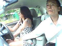 【エロ動画】自動車教習中に教官がヤッたエロい悪戯 人妻編のエロ画像