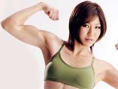 スパンキング・ビンタでイキまくる筋肉妻:筋肉
