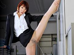 【エロ動画】180cmの熟女 1日小便小僧 一樹つかさのエロ画像