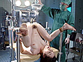深夜のオペ室で行われる、猟奇的恥肉検査。女性器の立体的構造・匂い・肛門の形・奥行き…倒錯の快感に疼いて、ぬかるむ秘唇、収縮する恥肉…患者たちの局部に様々な責めを繰り返す、異常性欲医の強制肛虐診療…次々と襲いくるドクターの手技に、やがて女たちは自身の異常性癖を晒け出す…