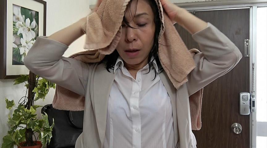 ゆうだち 突然の大雨に全身ズブ濡れの保険外交員