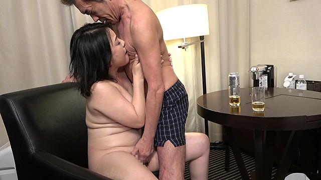 パート先の飲み会で酔わされた五十路熟女妻は…(2)