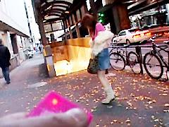 [露出動画]リモコンバイブと一人の女 遠隔露出 明乃夕奈-画像1