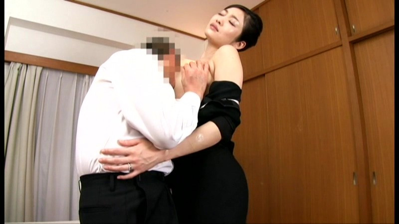 非日常的悶絶遊戯 夫の法事に参列する奥様、りゅう