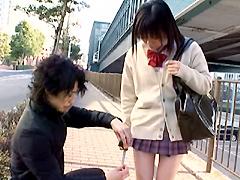 【エロ動画】スカートの丈が短い女子校生は援交できるのかのエロ画像