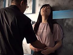 【エロ動画】小川ひまり二度の腹パンチ失神のエロ画像
