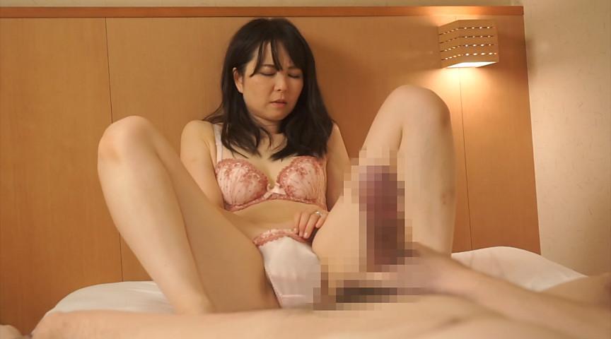 奥様の手ほどき センズリを見せつけたら興奮しちゃったむっつり人妻2 の画像3