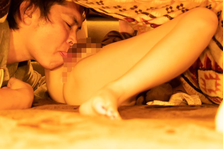 コタツの中で内緒で悪戯カレの友人に寝取られ生SEX2