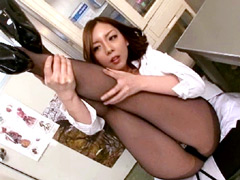 パンスト:美脚直穿き黒パンストのお姉さんは好きですか?