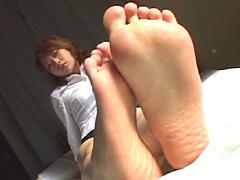 足裏を見せる女28