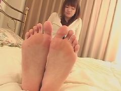 足裏を見せる女12