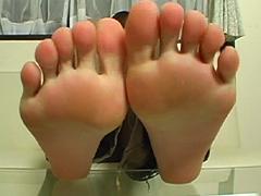 足裏を見せる女17