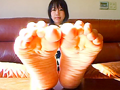 足裏を見せる女14