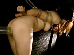 奴隷サーガ8 ウィングタトゥーの女