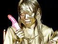 GOLD PAINTシリーズでは初のAV女優(春妃いぶき)さんに、ご協力いただいて、撮影を行えました。今回は、セーラー服ごと、金粉に塗ってしまいました。いぶきさんは、基本パイパンですので、撮影に支障を来さない様、塗っている時は、大事な部分をテープで隠して撮影を行いました。とても協力的モデルさんで、片目だけ金色に塗った状態を保ったり、歯に塗ったりと、とても楽しんで塗っております。後半では、金粉シリーズでは初のオナニーシーンを収録しております。金粉姿での、潮吹きは圧巻です!!