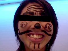 女性の顔に、油性マジックで書いてしまいました!1
