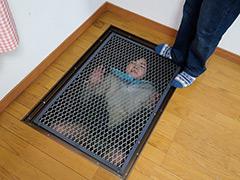 【エロ動画】JK床下水中監禁のエロ画像