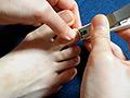 普通の女の子の足の爪切り-スマホ自撮り◎るな るな