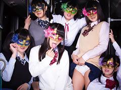 【エロ動画】変態女子校生集団逆痴漢のエロ画像