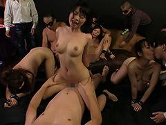 【エロ動画】素人巨乳M女拘束絶頂公開ショーのエロ画像