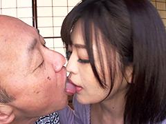 【エロ動画】介護ボランティア女子大生と老人の濃厚接吻SEXのエロ画像