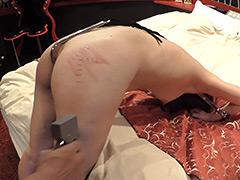 【エロ動画】金属拘束電マ責め〜尻タッカーのエロ画像