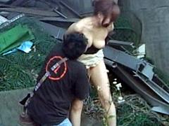 【エロ動画】巨乳女は痴漢多発地帯でヤられるか?のエロ画像