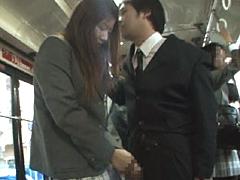 【エロ動画】間違えたフリして通学バスに乗り込んでヤられた2のエロ画像