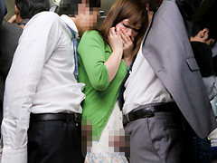 【エロ動画】欲求不満の主婦に後ろから同時に股間を擦りつけたら?1のエロ画像