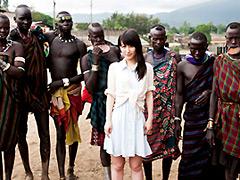 【エロ動画】野性の王国 アフリカ原住民と生中出しをヤる1のエロ画像