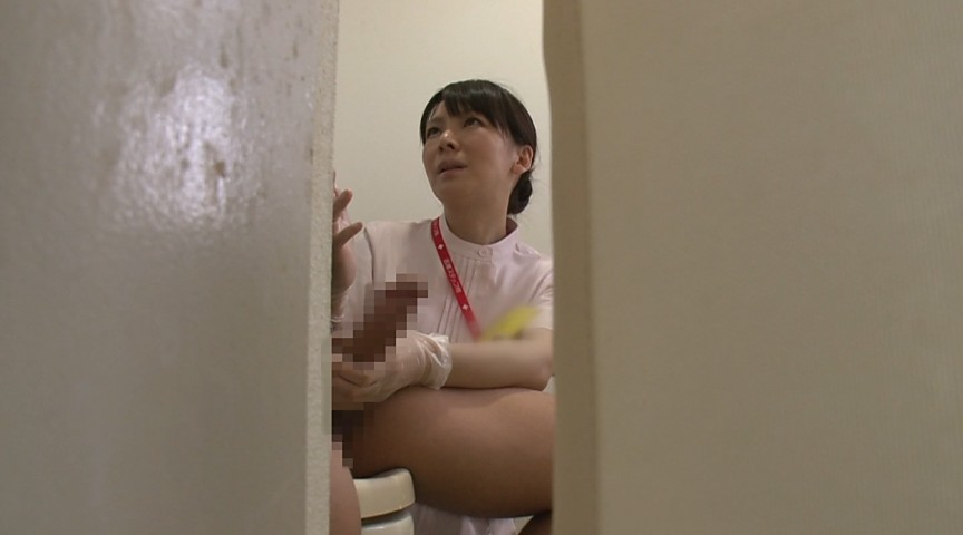 「久しぶりに若くて硬い勃起角度150度チ○ポを見た看護師が『本当はヤりたい…』欲情を我慢している(顔/背中/脇)の汗だく反応を見逃すな!」 VOL.1 の画像14