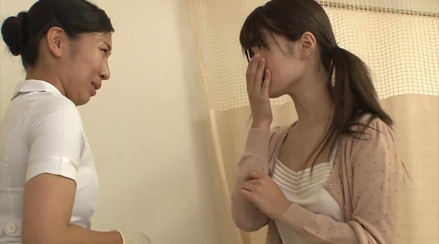 お見舞いに来てくれた姉の無防備な透け乳と胸チラ1