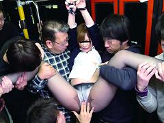 女子校生黒パンストいじめバス