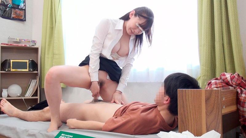 新任女教師が童貞で悩む教え子を家庭訪問中に筆おろし!