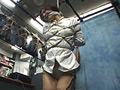 モデルたちが普段着ている私服のままで緊縛しちゃうというDID感覚満載のマニアック・シリーズが多数のご要望に応えて緊急リリース!!!『有宮まこと』はIcupの爆乳を私服のままでギリギリ緊縛!新緊縛エンジェル『咲羽優衣香』は秋葉原の拘束専門店SUNSHOPのイベントで私服のままで緊縛LIVE!!!
