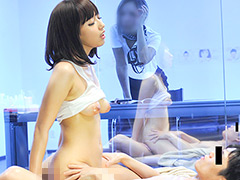 【エロ動画】美人美容部員&営業マンがオイルマッサージにチャレンジのエロ画像